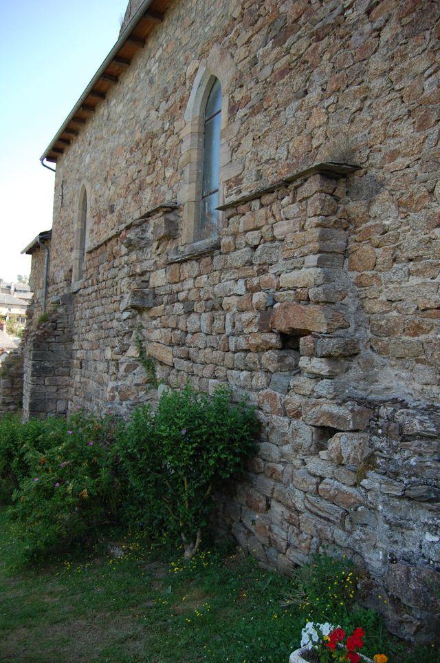 les-murs-de-lancien-chateau-2